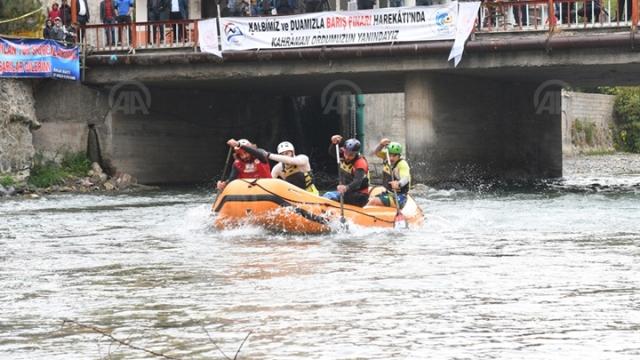 Van'da raftingciler kıyasıya yarışıyor