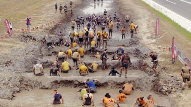 Zorlu ve çamurlu parkurda kendilerini test ettiler