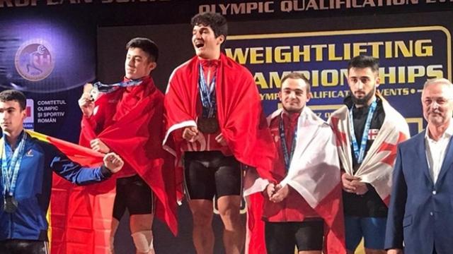 Furkan Özbek iki Avrupa rekoru kırarak şampiyon oldu