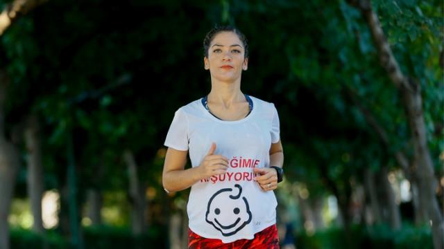 """""""Karnı burnunda"""" İstanbul Maratonu'na hazırlanıyor"""