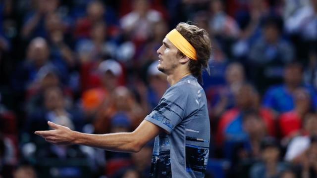 """Alexander Zverev, Basel'de erken """"havlu attı"""""""