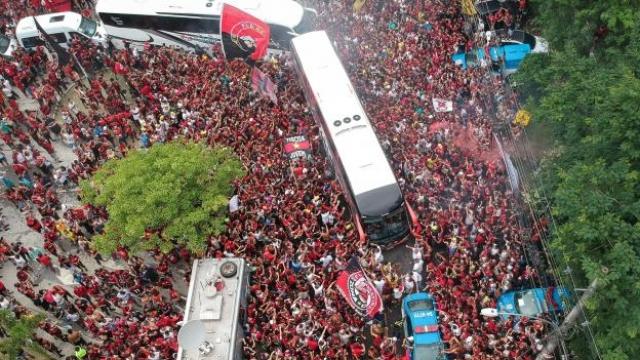 Flamengo'yu finale binlerce taraftar uğurladı