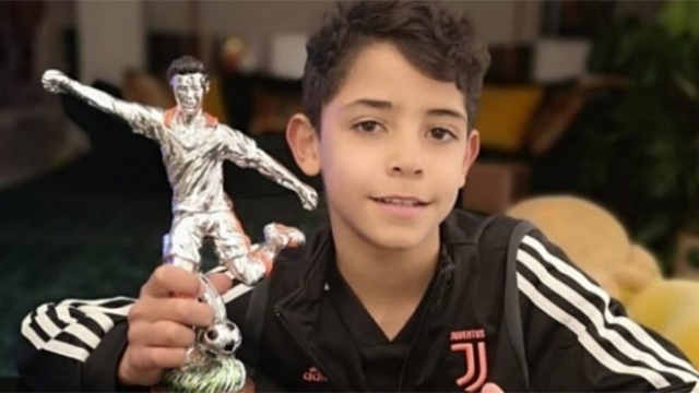 Küçük Ronaldo, babasının izinde