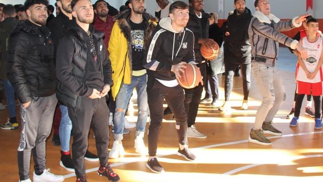 Sivassporlu futbolcuların basketbol keyfi