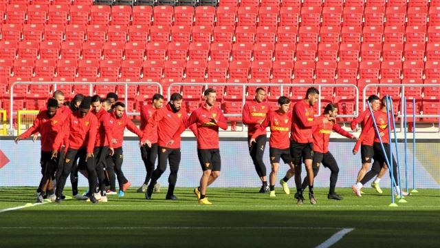 Göztepe yeni stadında ilk antrenmanına çıktı