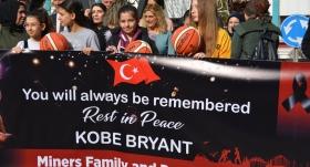 Şehit olan madencilerin aileleri Kobe Bryant'ı andı