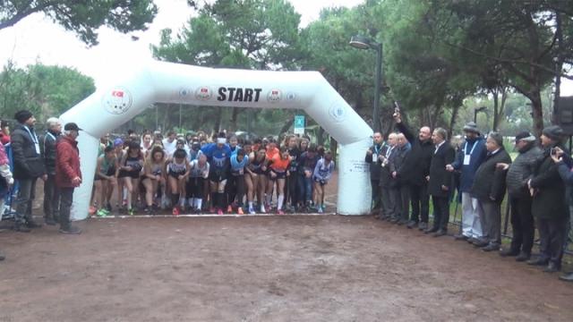 200 üniversiteli atlet Balıkesir'de mücadele etti