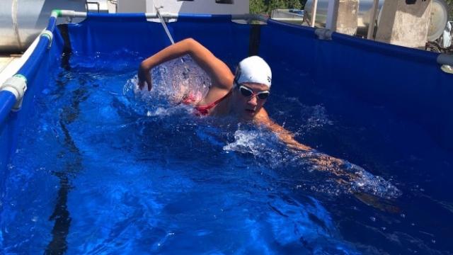Koronavirüse karşı terasa havuz kurdu