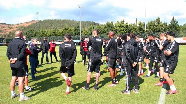 Beşiktaş'ta oyuncularla görüşmeler sürüyor