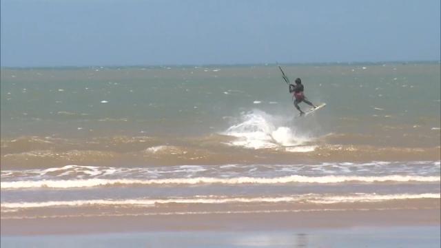 Yasaklar kaldırıldı, sahil sörfçülerle doldu