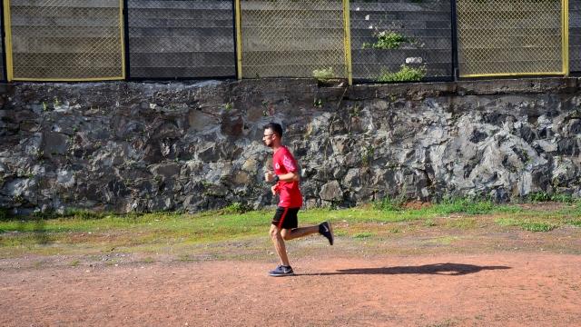 Her gün 20 km koşuyor