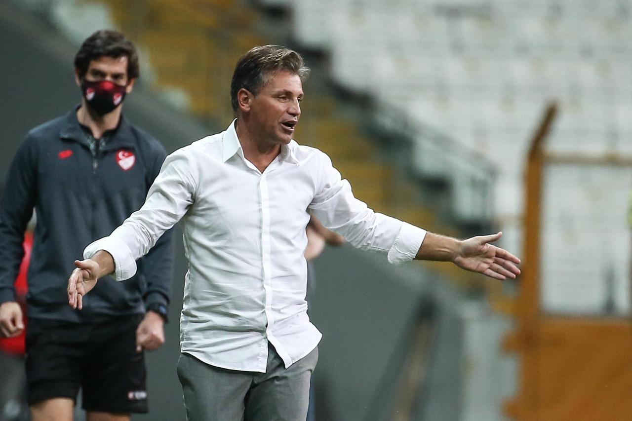 1) Fraport TAV Antalyaspor Teknik Direktörü Tamer Tuna