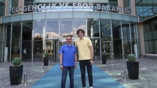 Bakan Kasapoğlu, Cedi Osman'ı ağırladı