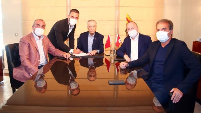 Arda Turan Galatasaray'a geri döndü