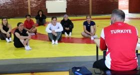 Kadın Güreş Milli Takımı'nın kampı başladı