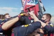 İngiltere'de Max Verstappen sevindi