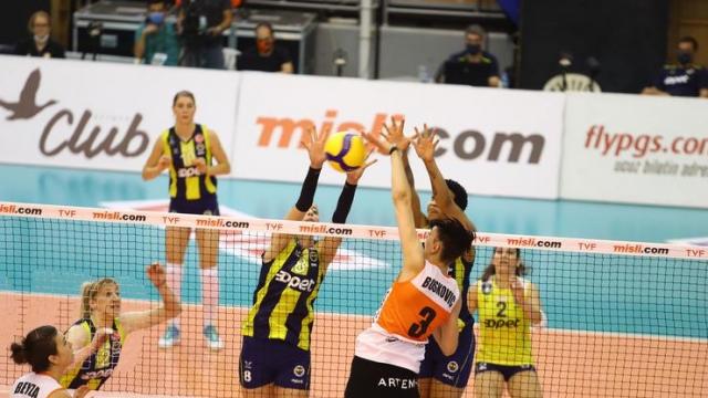 Fenerbahçe Opet geriden gelerek kazandı