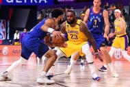 Los Angeles Lakers galibiyetle başladı