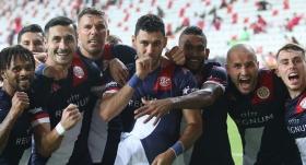 Antalyaspor, Veysel Sarı ile güldü