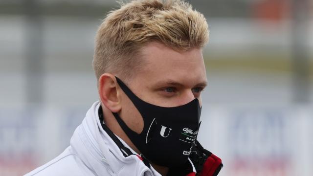 Mİck Schumacher şampiyonluk için pistte