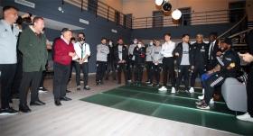 Başkan Çebi'den futbolculara kutlama