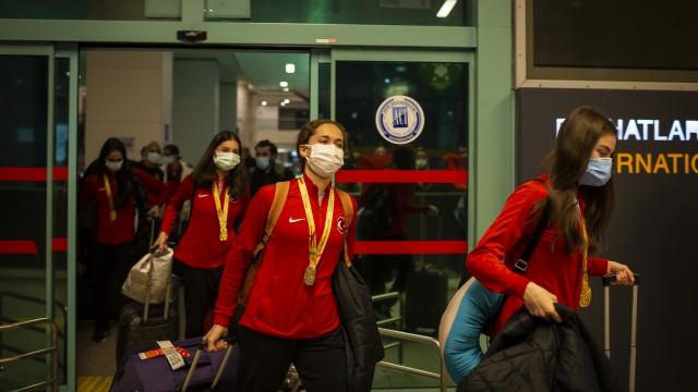 Avrupa şampiyonu Ritmik Cimnastik Milli Takımı yurda döndü
