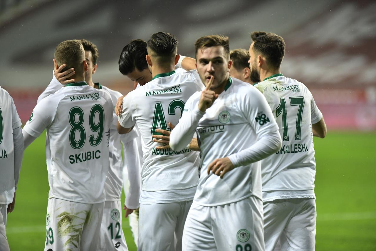 2) Konyaspor, `3 büyükler`i aynı sezon içinde devirdi