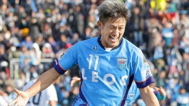 53 yaşındaki Japon futbolcuya yeni sözleşme