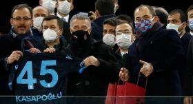 Bakan Kasapoğlu'na Trabzsonspor forması hediye edildi