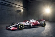 Alfa Romeo yeni aracını tanıttı