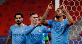 Manchester City tur kapısını araladı