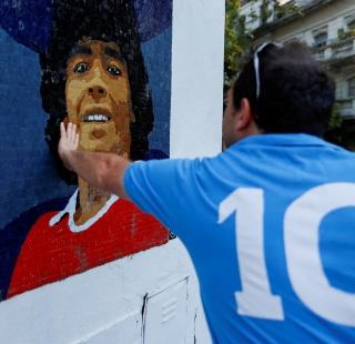 Buenos Aires sokaklarında Maradona mozaikleri
