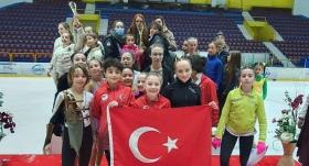 Milli buz patenciler, Sofya'da birinci oldu
