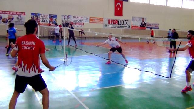 Erzincanlı badmintoncular gururlandırıyor
