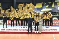 Şampiyon VakıfBank kupasını aldı