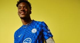 Chelsea yeni formasını tanıttı