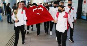 Dünya şampiyonu Özel Sporcular, yurda döndü