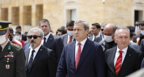 Galatasaray Kulübü Başkanı Burak Elmas, Anıtkabir'i ziyaret etti