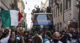 İtalya, şampiyonluk turu attı