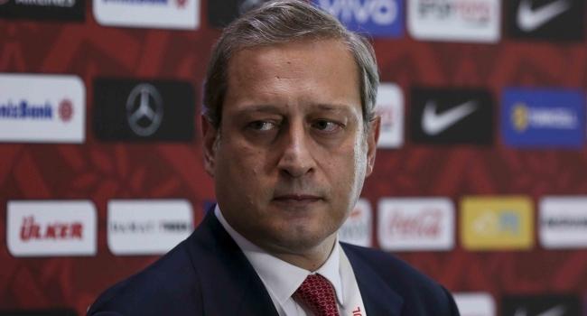 TRT Spor: Burak Elmas'tan Mustafa Cengiz'e jest