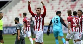 Sivasspor'un stoperi Goutas golcülerle yarışıyor!