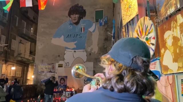 Futbol dünyası Maradona'yı anıyor