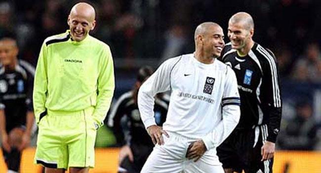 Роналдо иОбамеянг забили потри гола вблаготворительном футбольном матче