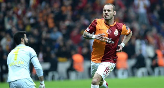 Sneijder F.Bahçe'ye meydan okudu