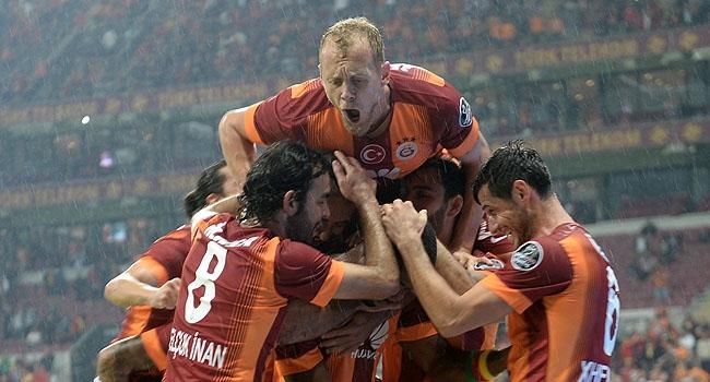 """Galatasaray """"98"""" için sahaya çıkıyor"""