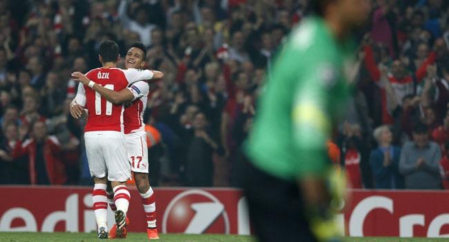 Arsenal geleneği bozmadı!