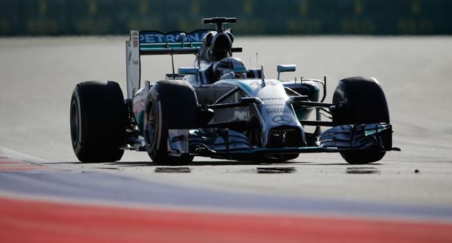 Hamilton Bahreyn'de de birinci