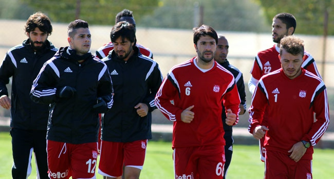 Sivasspor'da hedef 3 haftada 9 puan