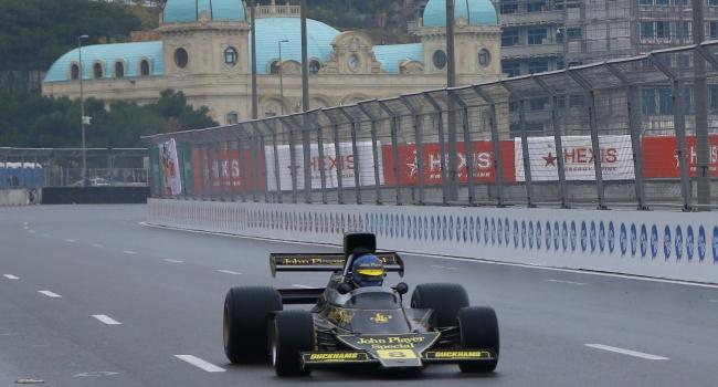 Bakü'de otomobil yarışları heyecanı