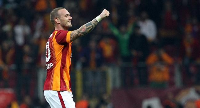 ''Sneijder G.Saray taraftarını kandırıyor''